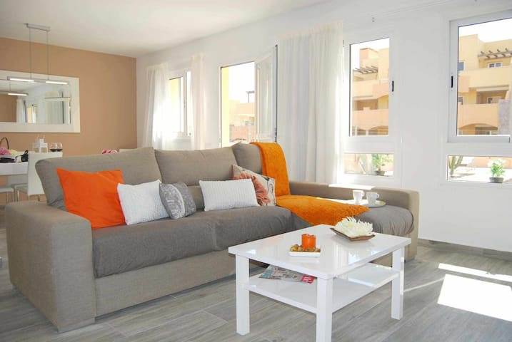 Apartamento Brisa con piscina comunitaria, 6 Pax, TV satelite