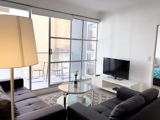 Sydney CBD modern 2 bedroom apartment