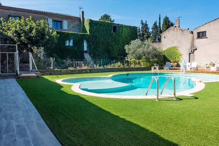 Cozy Holiday Home in Montbrun-des-Corbières with Pool