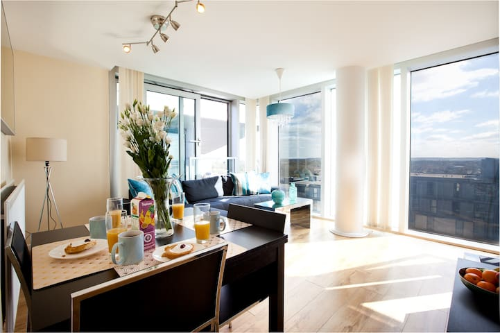 Two Bedroom Apartment - City View & Free Parking