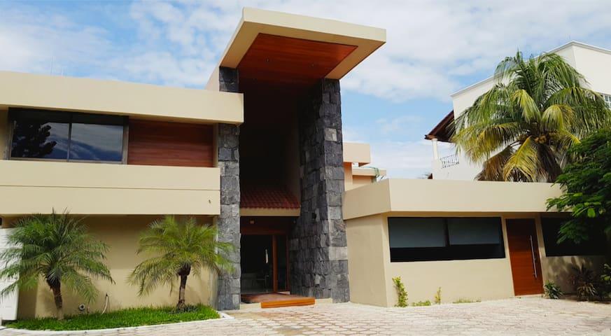 Fachada Casa Maraf