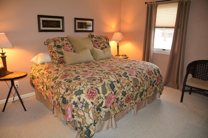 Vineyard Room - Magnolia Place Bed & Breakfast