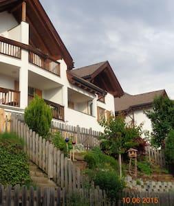 Familienfreundliche Mansarden Wohnung App.Bergweg - Laion - Pis
