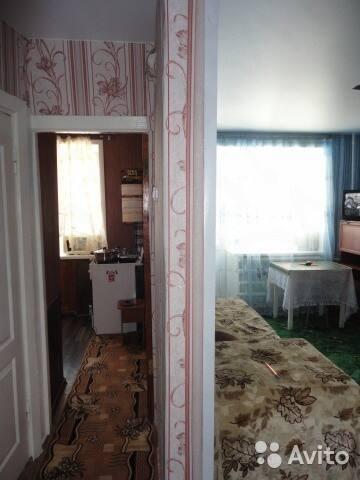вид из коридора на кухню и большую комнату