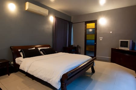 1st room with queen size bed