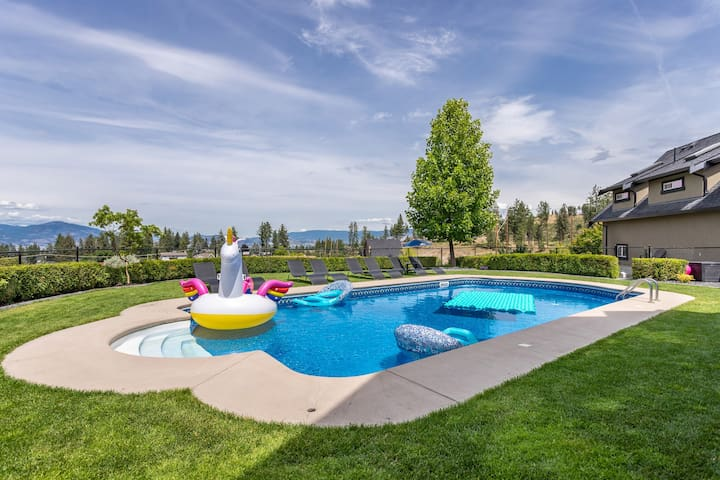 Licensed Kelowna View Suite with Pool and Hot Tub