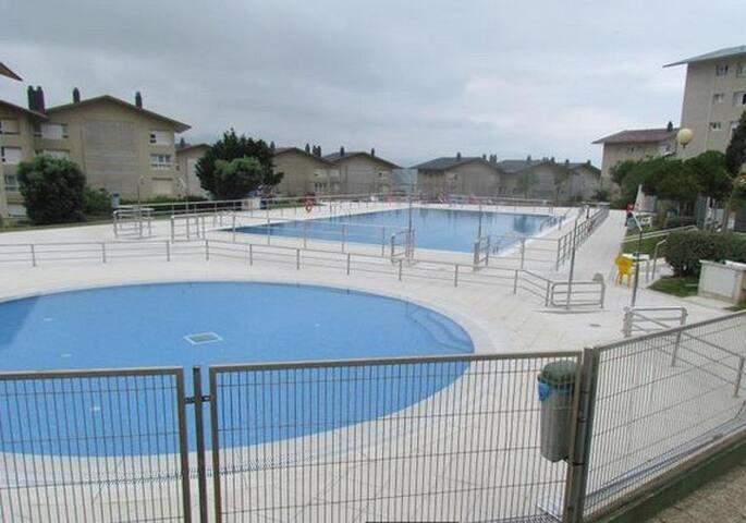 Habitación junto al mar y piscina. Surf, tenis....