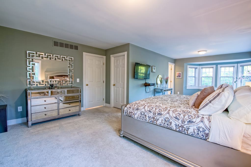 a2 best kept secret spacious master with ensuite guesthouses for rent in ann arbor michigan. Black Bedroom Furniture Sets. Home Design Ideas