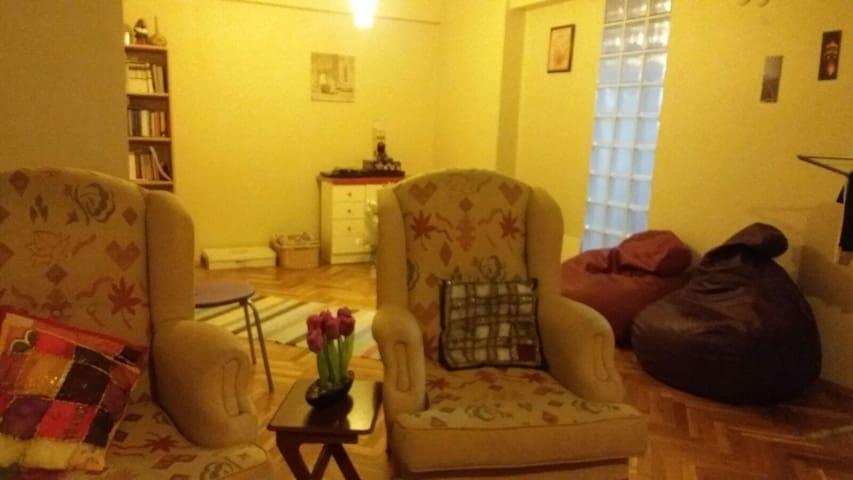 Şişli Fulya'da 3+1 dairede müsait oda