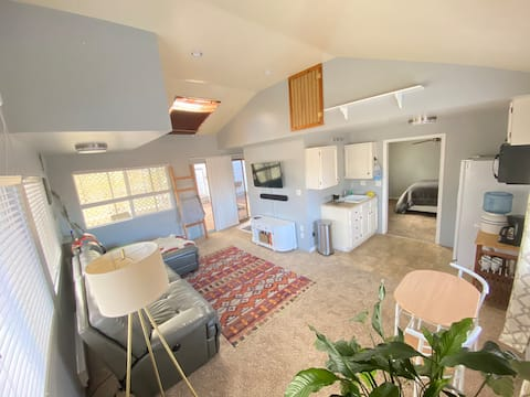 Entire Guest House in West Denver