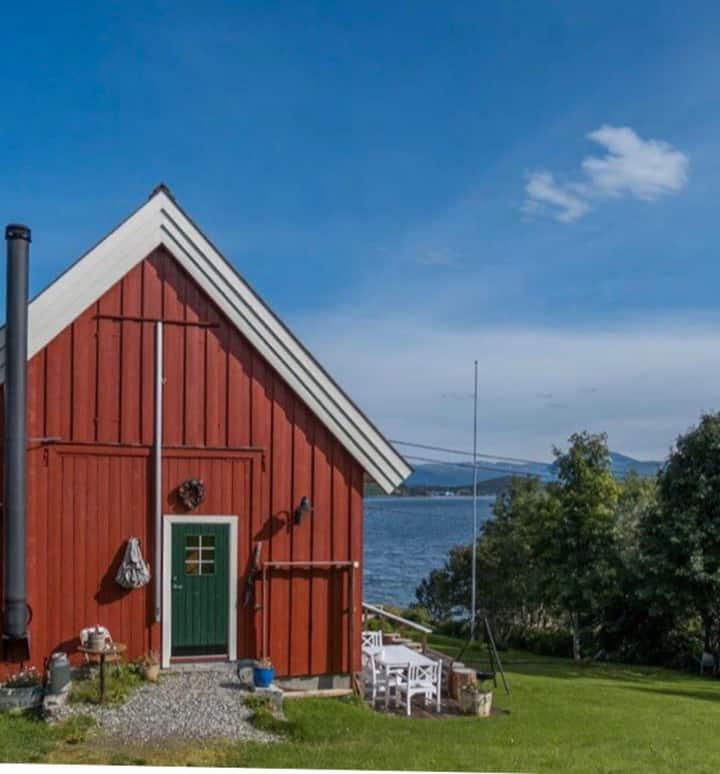 Renovert låve (Rustikk Cottage Home)