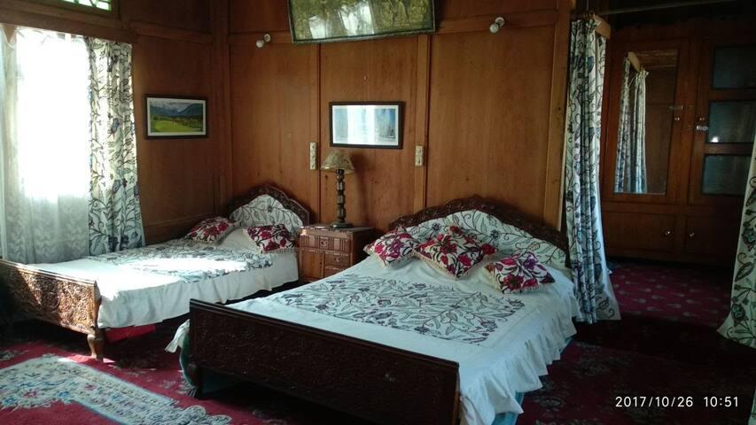 Deluxe Bedroom Triple Sharing