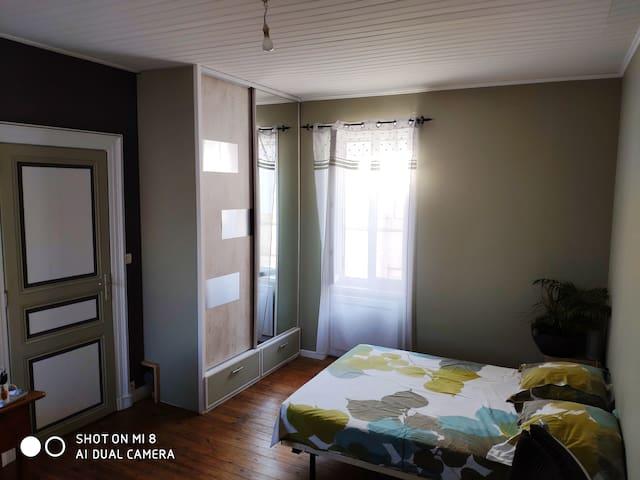 Grande chambre calme et spacieuse Marmande