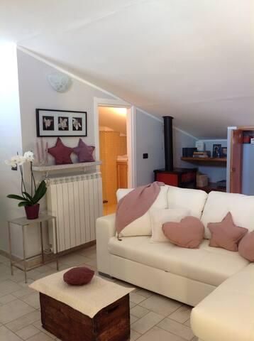 Appartamento mansardato a Fiano - Fiano - Leilighet