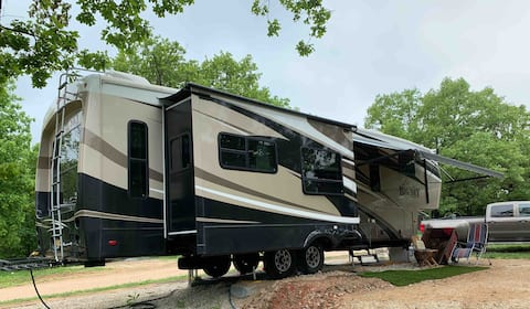 Military Friendly Private 5th Wheel close to FLW
