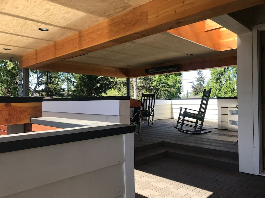 Come relax on your private porch. Perfect for morning coffee/tea or afternoon relaxation.