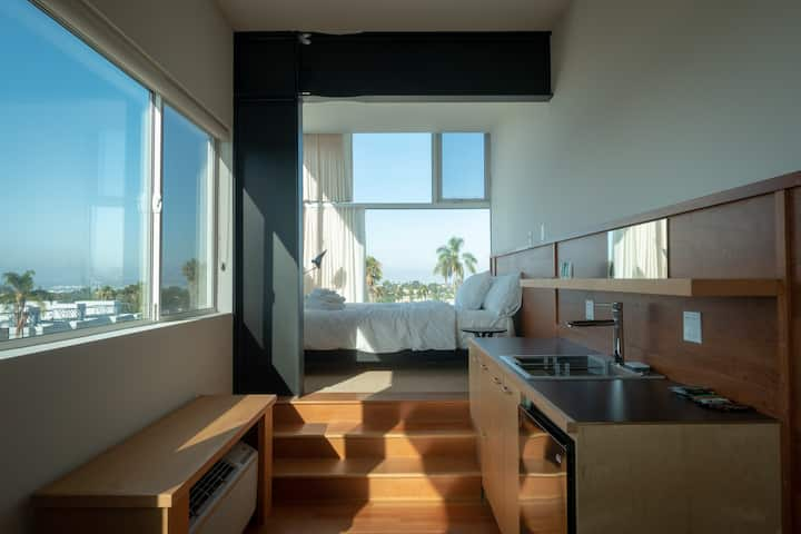 Stylish Studio, Hardwood Floor, Big Windows, Views