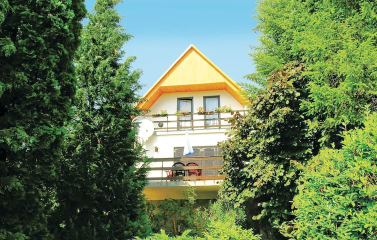 Holiday cottage with 2 bedrooms on 70 m² in Zebegény