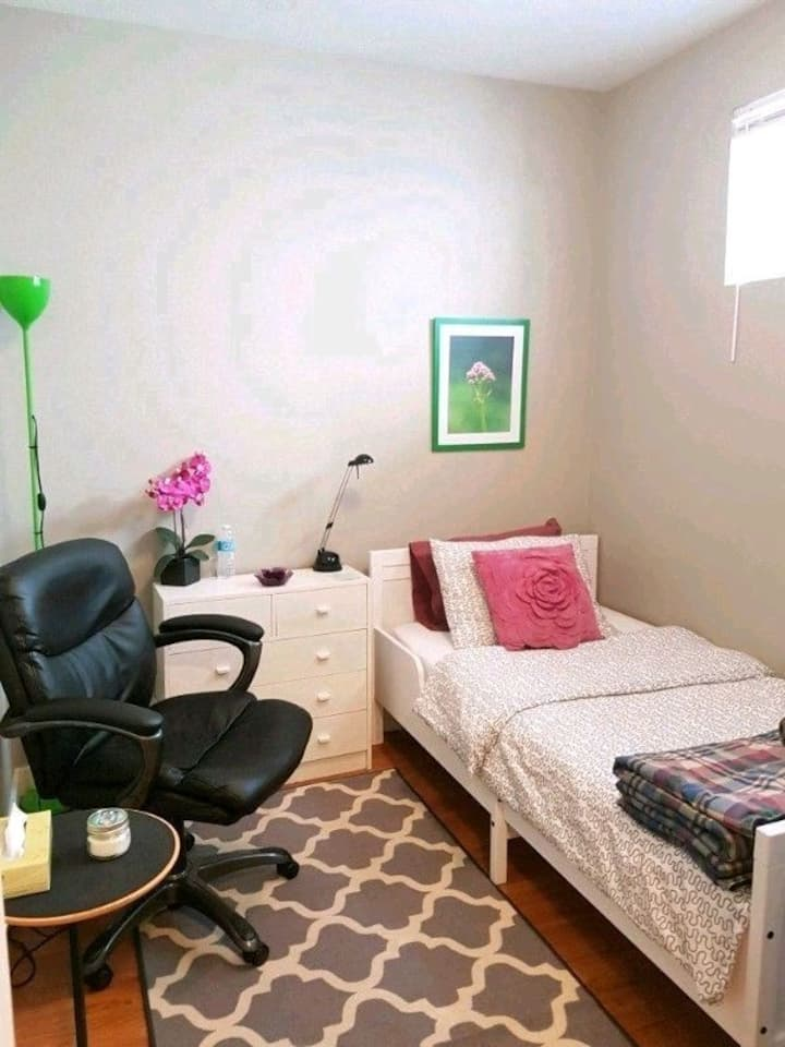 Just for FEMALE, beautiful room on Whyte ave