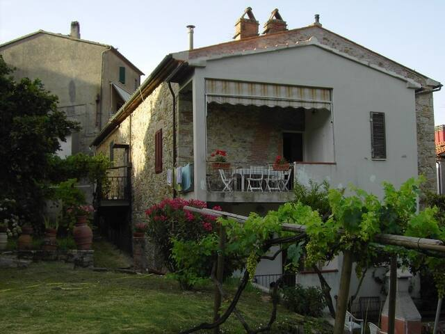 Il Nocciolo - panoramic with pool access