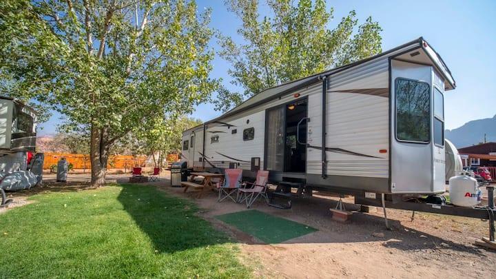 Outdoor Glamping : Large RV Setup OK52