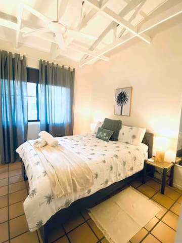 Main Bedroom: Queen size bed, linen and towels provided