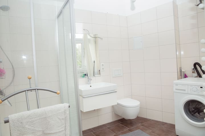 Beautiful,  spacious apartment in Schöneberg 44mts
