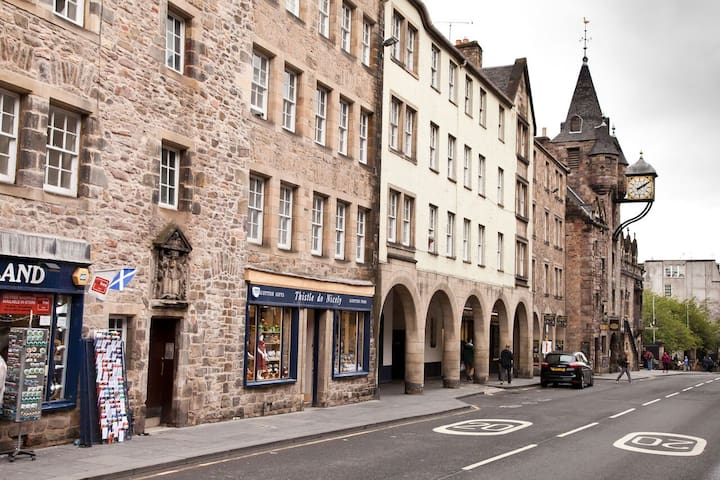 Edinburgh Royal Mile 2 bedroom Apartment