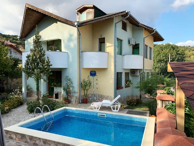 Guest house Zelenika - relax in Balchik