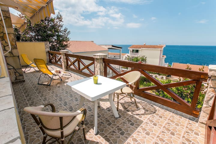 Siesta holiday home 50 m from sea