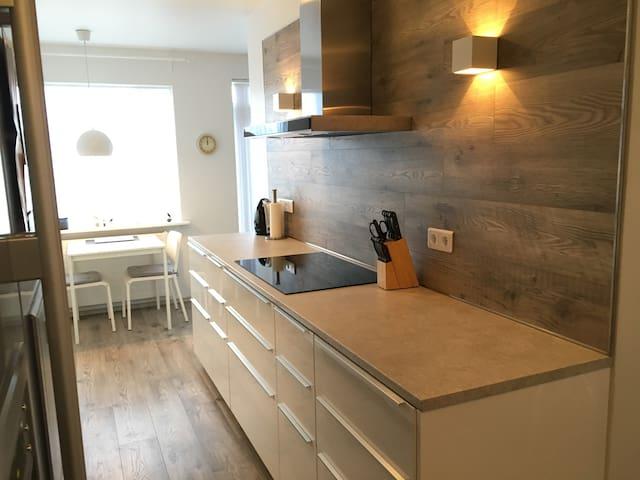 Modern apartment - great location! - Akureyri - Leilighet