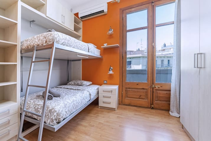 Exclusive room for 2 people center Barcelona III