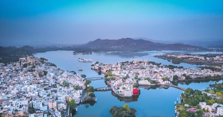 oolala-your lake house in the center of Udaipur(W)