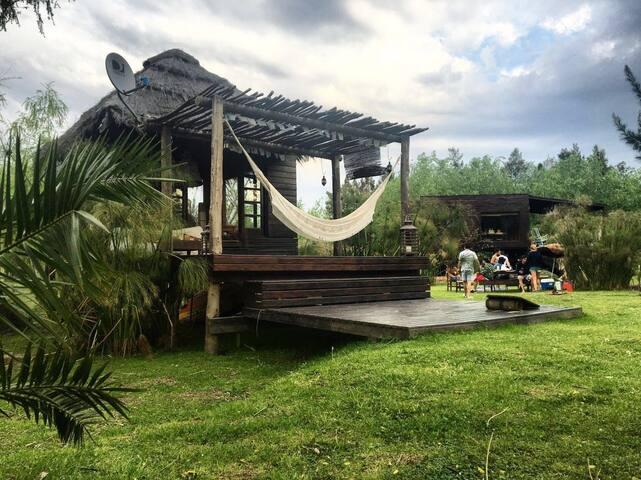Cabaña balinesa en el delta - Tigre  - Huis
