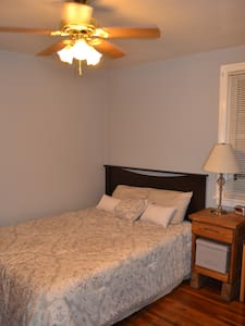 Private room, close to everything! - Nashville - Maison