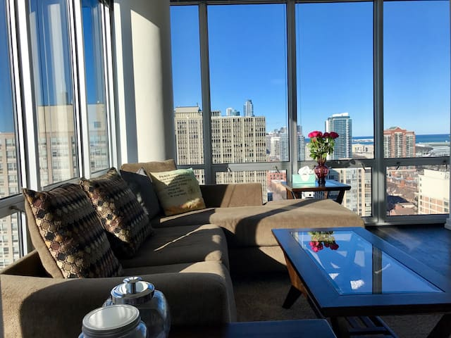 Corner 2 bedroom by the McCormick - Chicago - Apartment