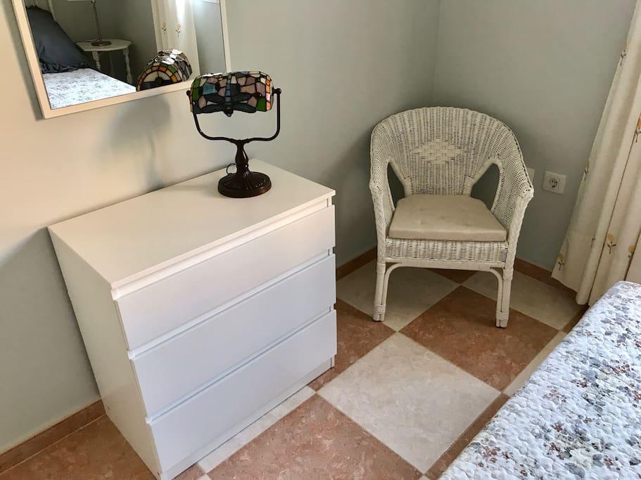 Double bedroom/Wardrobe+Drawers