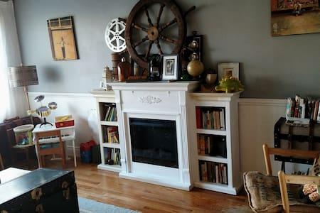 1 king, 1 full, 1 crib & kitchen - House