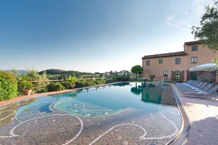 Elegant Country House with Pool+Fitness Area