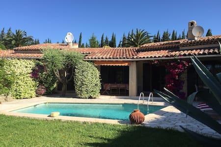 Charmante villa piscine près d'1 parcours de Golf. - Mandelieu-La Napoule - Villa