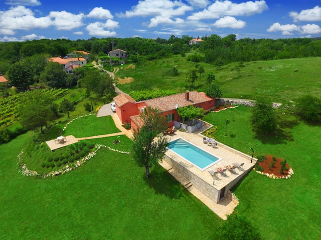 Nature,peace,private pool,total relax near Labin
