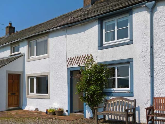 MELL FELL COTTAGE, character holiday cottage in Penruddock, Ref 12178