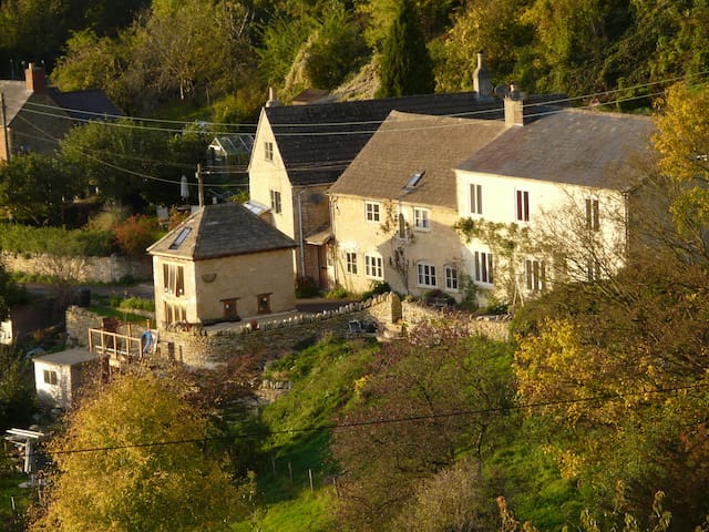 Spring Cottage, a cosy cotswold stone cottage