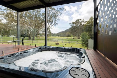 Hemley House - Luxury in the heart of Halls Gap