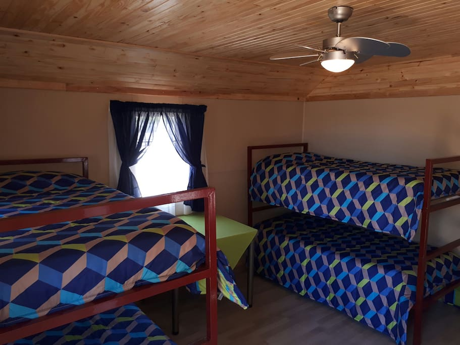 Inside cabin layout 2 x bunkerbeds (4 x single mattresses)