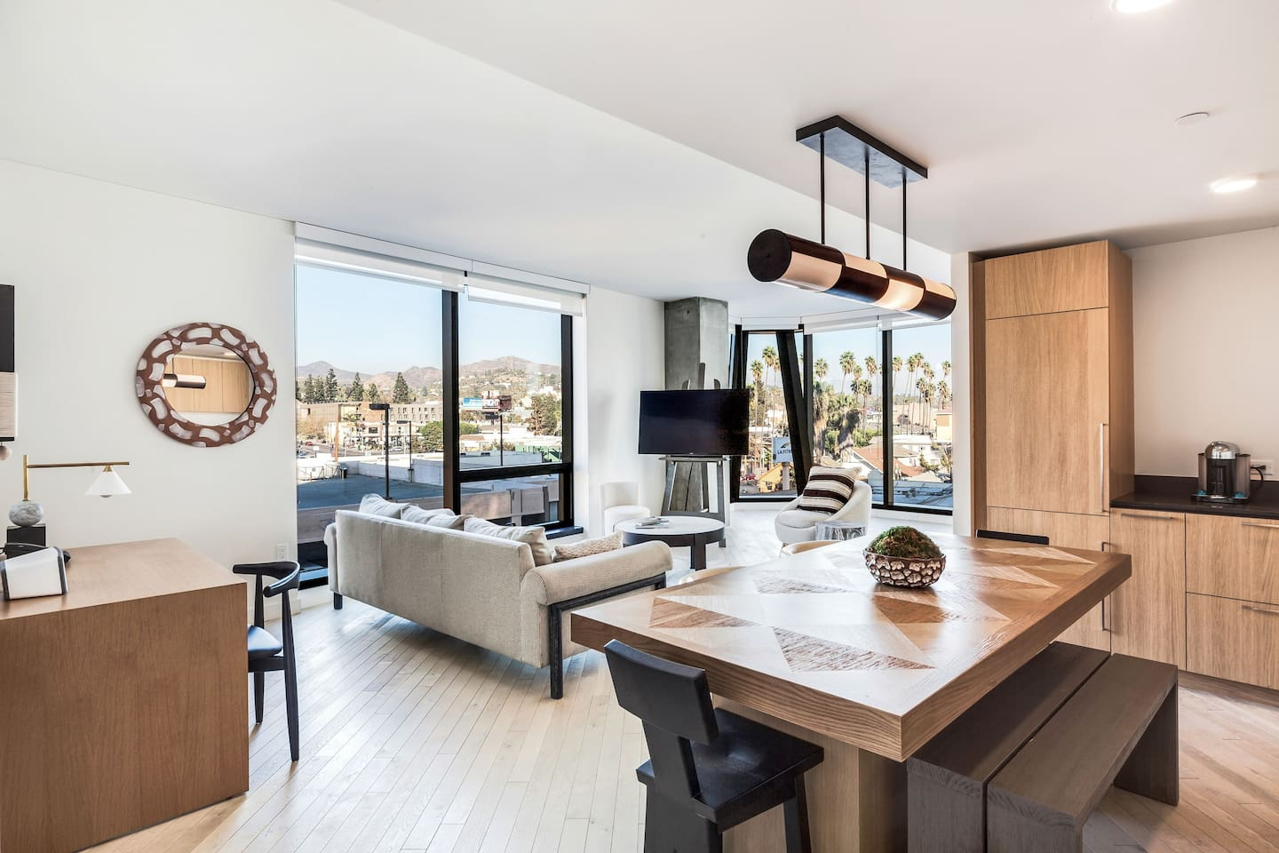 Luxury 2 Bed Residence in the heart of Hollywood! - Serviced ...