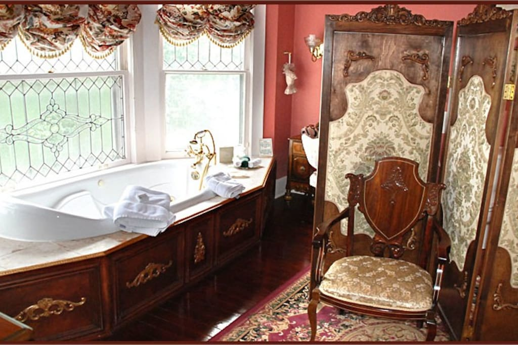 Governors Suite Bath