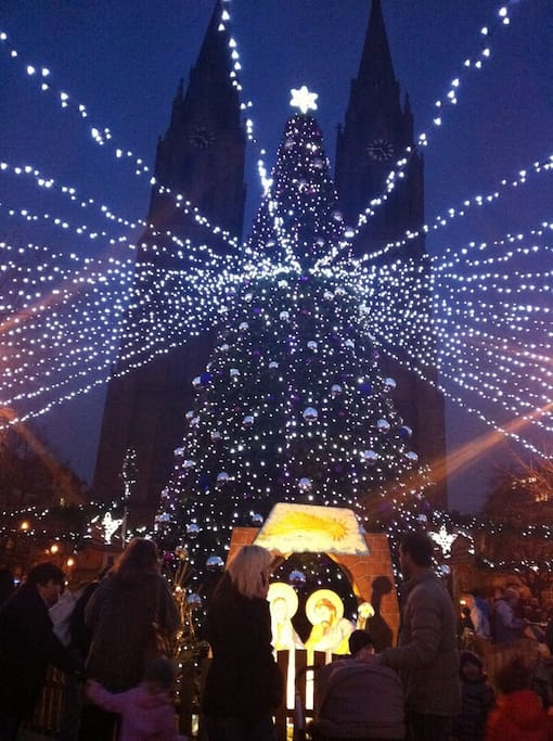 The building is on a beautiful square with a Christmas Market, church, restaurants, bars,