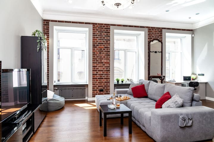 Stylish loft on embankment, 2 steps to Hermitage