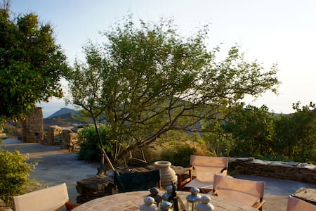 Beautiful, quiet, farmhouse with amazing views - Gavrio